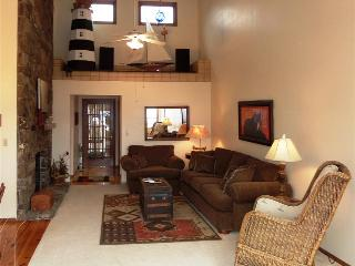 Honey Creek Home - Perfect Views of Beaver Lake, Large Deck, Excellent Location - Lowell vacation rentals