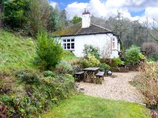 IVYBANK, detached, single-storey, woodburner, open fire, enclosed garden, sea views, near Porlock, Ref 29170 - Whitby vacation rentals