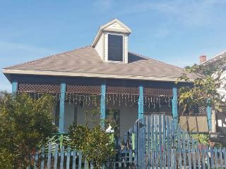 2 Story, Sleeps 10, 2 Blocks to Beach - Tiki Island vacation rentals