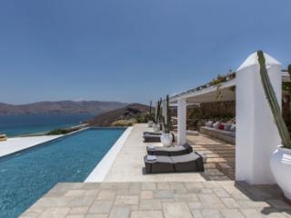 Lovely 6 Bedroom Villa in Panormos - Panormos vacation rentals