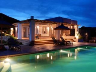Exquisite 5 Bedroom Villa in Magganies - Agios Georgios vacation rentals