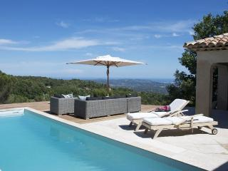 La Villa Luciole, Charming Vacation Home with a Pool and WiFi - Cabris vacation rentals