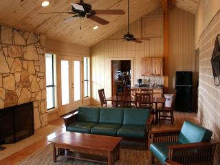 Uno Mas Ranch - Weatherby - Bandera vacation rentals