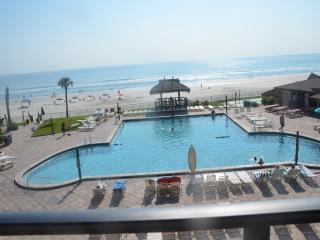 Hawaiian Inn Resort - 3rd fl Oceanfront 1 Bedroom - Daytona Beach vacation rentals