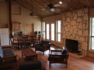 Uno Mas Ranch - Browning - Bandera vacation rentals