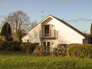 HILLCREST, semi-detached, en-suite, WiFi, off road parking, garden, in Gloucester, Ref 917641 - Gloucestershire vacation rentals