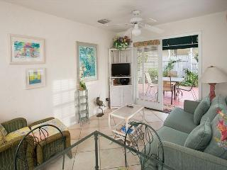 Paradise Found - 2 Bedroom Condo with a Shared Pool - World vacation rentals