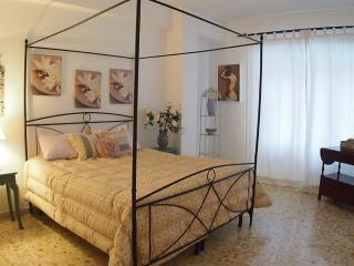At 1 stop from Vatican up to 10 people, 4 bedrooms - Rome vacation rentals