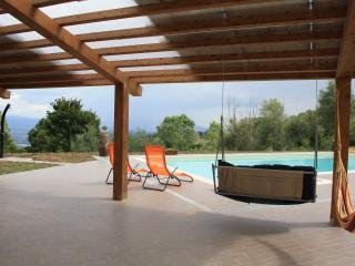 Tuscany countryside Arezzo,swimming pool, riding - Capolona vacation rentals