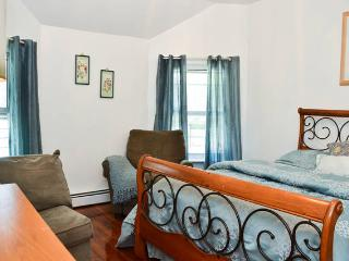 Spectacular 3 Bedroom With 6 Beds - Staten Island vacation rentals