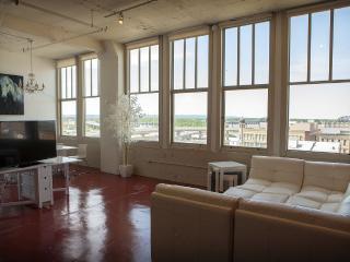 703—Derby Urban Loft Striking View - Louisville vacation rentals