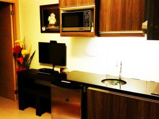 C509 1BR Deluxe Near NAIA Airport & Mall of Asia - Philippines vacation rentals