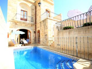 4 Bedroom Farmhouse with Private Pool, A/C, WIFI - Xaghra vacation rentals