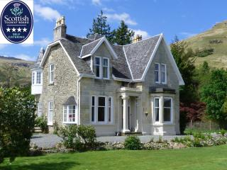 Lochside house with lochside lawn in National Park - Loch Lomond and The Trossachs National Park vacation rentals