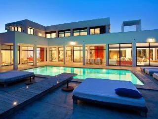 A Haven of Relaxation! Characterful Villa Palms with Pool, Koi Pond & Sea Views - Cala Tarida vacation rentals