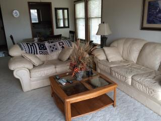 Spacious home on golf course sleeps 8 - Bentonville vacation rentals