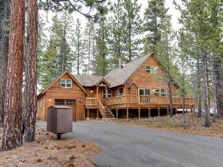 Charming mountain cabin in the pines with hot tub - Truckee vacation rentals