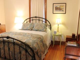DeBourge House - Arabia - Washington vacation rentals