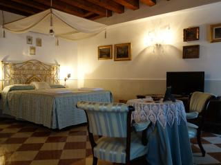 Classic One Bedroom with Door on the Canal - Venice vacation rentals