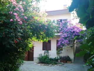 Romantic apartment in villa, pool, garden, sea - Zadar vacation rentals