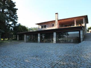 Casa rústica com piscina na Beira Alta - Celorico da Beira vacation rentals
