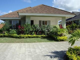 Kreations Cozy Villa- Pool, Gym & Beach with Wifi - Jamaica vacation rentals