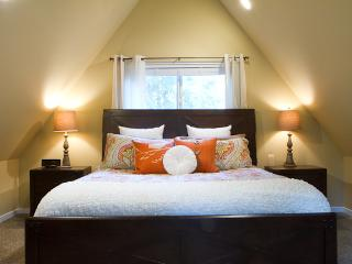 Cedar View Chalet, Sleeps 6, Waxing Room, Private Hot Tub, Wifi, Gated Community of Snowline - Maple Falls vacation rentals