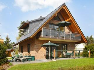 Bright apartment near Lake Müritz with huge balcony, 200 metres from the beach! - Robel vacation rentals