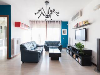Large and Cozy Apartment - 3 rooms - Milan vacation rentals