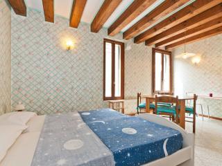 Wonderful studio WIFI - Venice vacation rentals