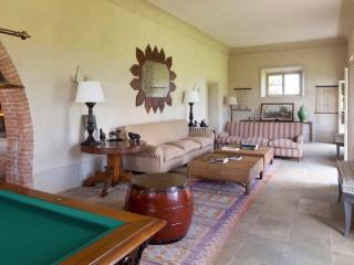 Il Serratone 9 Bedrooms Villa for 18 people - Scarlino vacation rentals