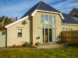THE DEN, annexe of owner's home, WiFi, en-suite, enclosed garden, in Beelsby near Caistor, Ref 918144 - Louth vacation rentals