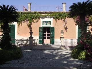 Splendida Villa immersa nel verde - Modica vacation rentals