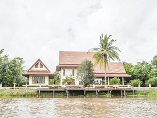Tharnrarin Villa - Suphan Buri, Thailand - Suphan Buri Province vacation rentals