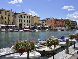 APPARTAMENTO VACANZA A PESCHIERA DEL GARDA-ITALIA - Castelnuovo del Garda vacation rentals