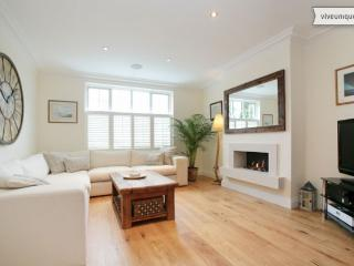 Immaculate 5 bedroom home in Balham with modern facilities - London vacation rentals