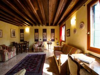 Ca'Coriandolo - Bright Two bedroom, 2 bathrooms apartment in San Marco - Veneto - Venice vacation rentals