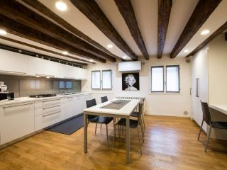 Lion 5 - Modernand quiet two double bedrooms with canal view - Venice vacation rentals