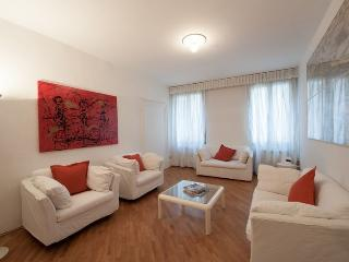 Rio della Verona B - One bedroom flat with Canal View and near the Fenice Lyrical Theatre - Veneto - Venice vacation rentals