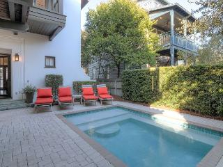 Roger's Cottage - Private Pool & 1 Min to Beach - in Rosemary Beach! - Rosemary Beach vacation rentals