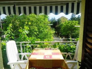 Active 2 -  apartment for 7 pax with AC and WiFi - Starigrad-Paklenica vacation rentals
