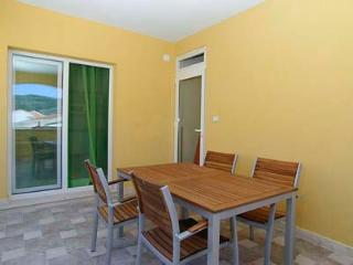 Tina 3 - apartment for 3+2 pax with AC and balcony - Vela Luka vacation rentals