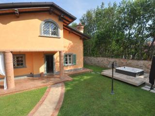 Villa in Forte dei Marmi 1,5km from the beach.12px - Forte Dei Marmi vacation rentals