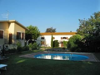 Il Granaio appartamenti con piscina 6 km dal mare - Grosseto vacation rentals