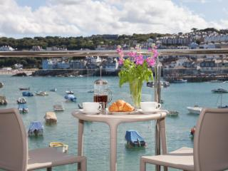 The Poop Deck, 3 Harbour House located in St Ives, Cornwall - Saint Ives vacation rentals