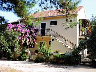 APARTMENTS ELA MIRCA Relaxing family holidays - Brac vacation rentals
