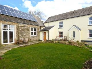SCHOOL HOUSE, stone cottage, multi-fuel stove, en-suites, off road parking, garden, in Spittal near Haverfordwest, Ref 918918 - Spittal vacation rentals