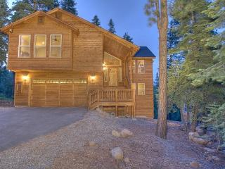Ridgeline - Spacious 4 BR with Hot Tub & Peek Lake Views - $375/nt in MAY - Truckee vacation rentals