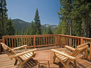 Twin Peaks - Stunning Views at this Large 5 BR Home w/ Hot Tub - sleeps 14! - Truckee vacation rentals