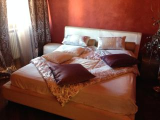 Lara Home - Bright flat between Lucca and Pisa - Ponte a Moriano vacation rentals